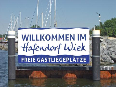 Eingang zum Hafendorf Wiek